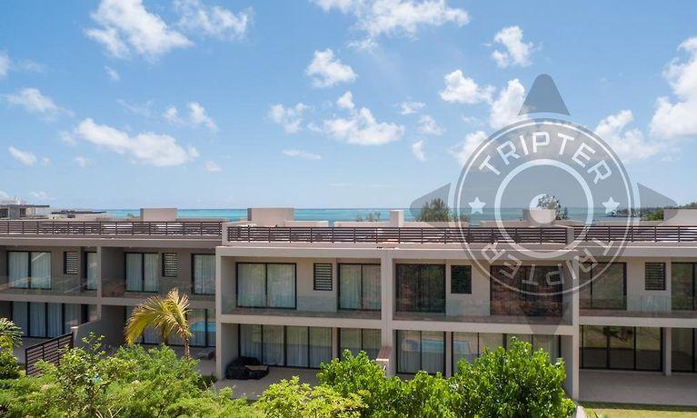 0d30ddfd1b15      HOTEL AZURI - LIFE IN BLUE